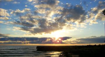 door_county_sunrise_burstingclcouds